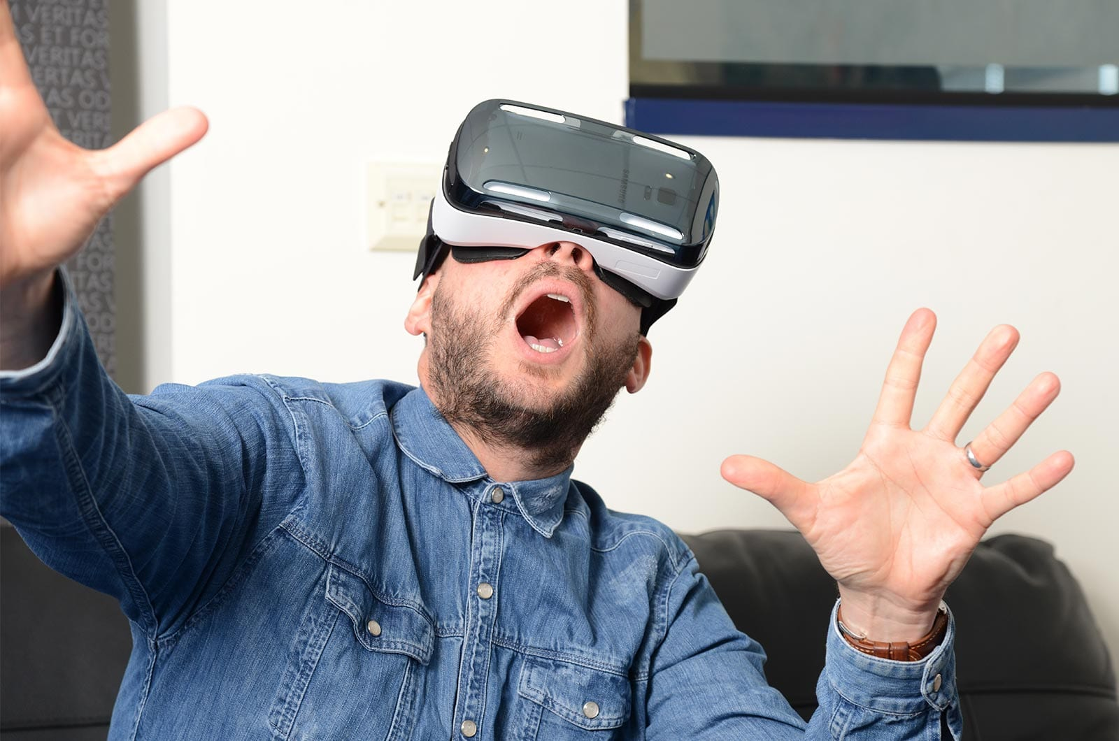 How-Does-Virtual-Reality-Work-Featured-Image